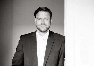 Dr. Gernot Lehner style